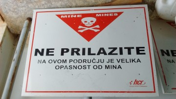 minefield-sign-002
